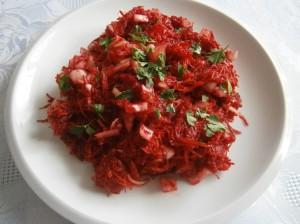 Salát z červené řepy a mrkve