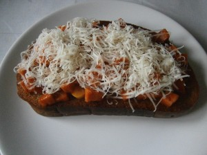 Topinky s rajčaty a sýrem
