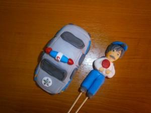 Policista a jeho auto