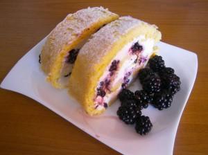 Roláda s tvarohovým krémem a ovocem