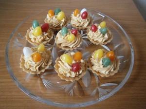 Velikonoční košíčky s karamelovým krémem