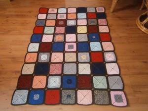 Háčkovaná patchworková deka