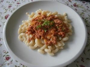 Těstoviny s mletým masem a rajčaty