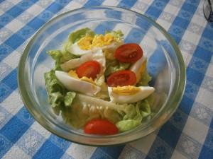 Hlávkový salát s vejci