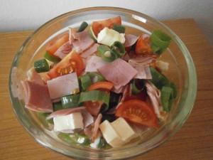 Salát s hermelínem a rajčaty