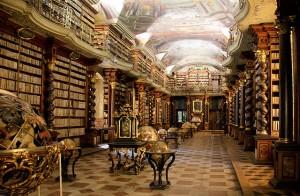 Barokní knihovní sál v Klementinu