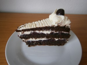 Řez višňového dortu