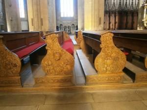 Vyřezávané lavice v Chrámu sv. Barbory