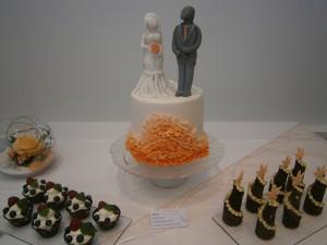 Svatební dort s postavičkami