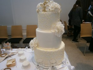 Svatební dort zdobený arabeskami