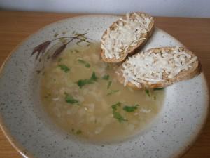 Cibulačka s toustíky