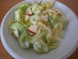 Hlávkový salát s jablkem